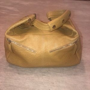 100% authentic Tod's Miky shoulder bag in Tan